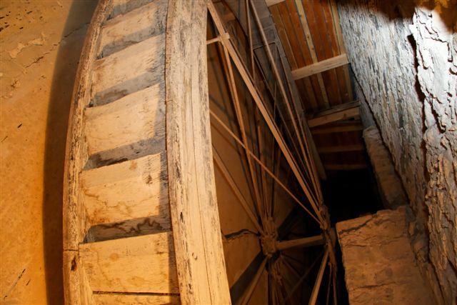 Roue du Moulin qui actionne les Meules
